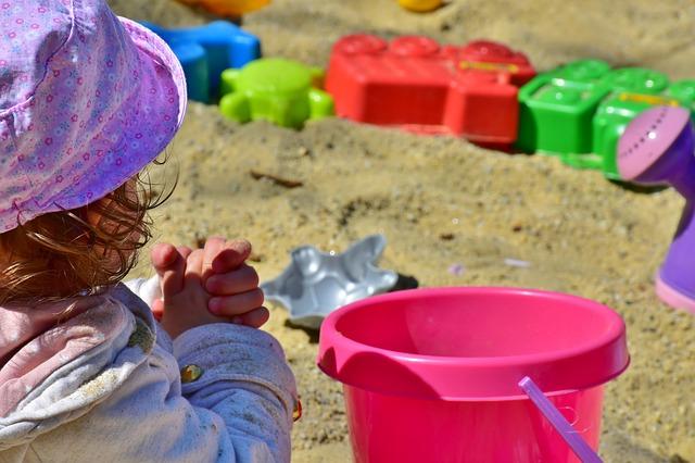 holčička na pískovišti.jpg