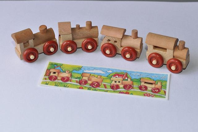 různé dřevěný lokomotivy